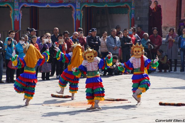 Lhahab Düchen festival with cham dancing of the monks at Kumbum Monastery (Ta'er Si) near Xining