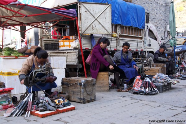 Songpan Ancient Town: shoemakers