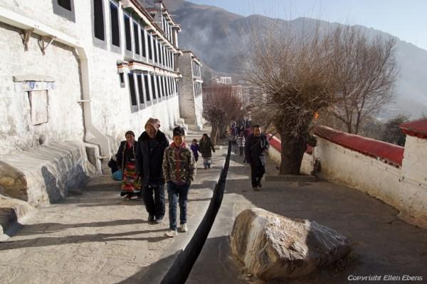 Lhasa, pilgrims visiting Drepung Monastery