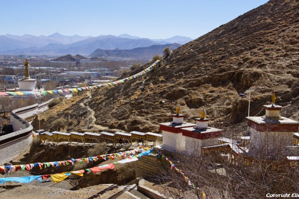 Shigatse: walking the kora around Tashilhunpo Monastery