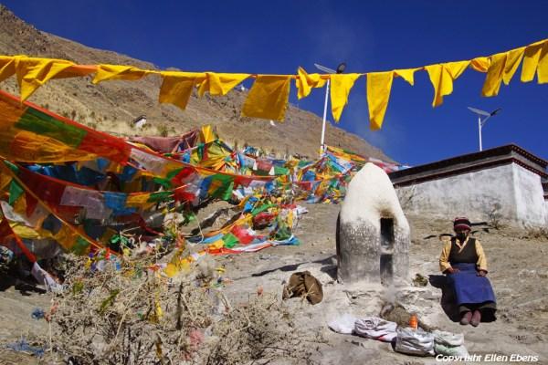 Shigatse: walking the kora around Tashilhunpo Monastery
