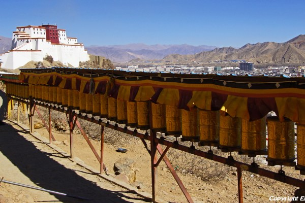 Shigatse: walking the kora around Tashilhunpo Monastery, ending at the Shigatse dzong