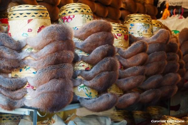 Lhasa: shopping at Barkhor Street