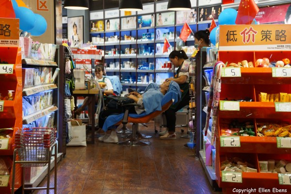 Beauty treatment in a shop in the city of Zhaotong