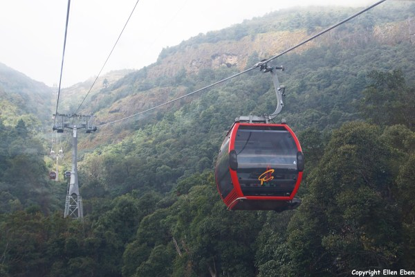 Jizu Shan (Jizu Mountain), cable car to the top of the mountain Tianzhu Peak (3.240m) where the Jinding Temple with the Lengyan Pagoda is