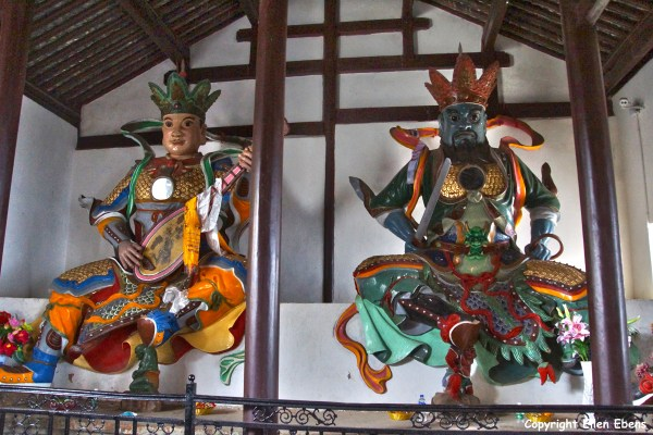 Jizu Shan (Jizu Mountain), statues of protectors at the Jinding Temple