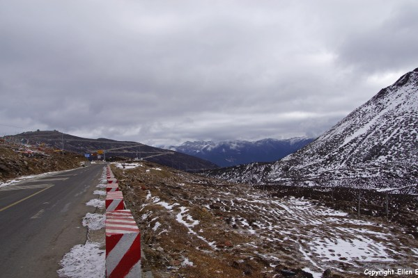 On the road from Nyingchi to Bome you cross the Serkyam La pass of Sejila Mountain pass (4,728 meters)