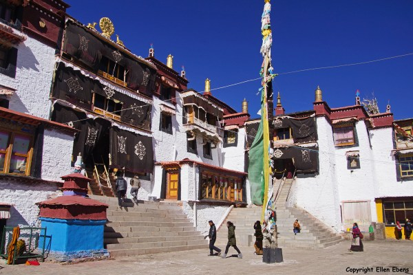 Samding Monastery near the town of Nangartse.