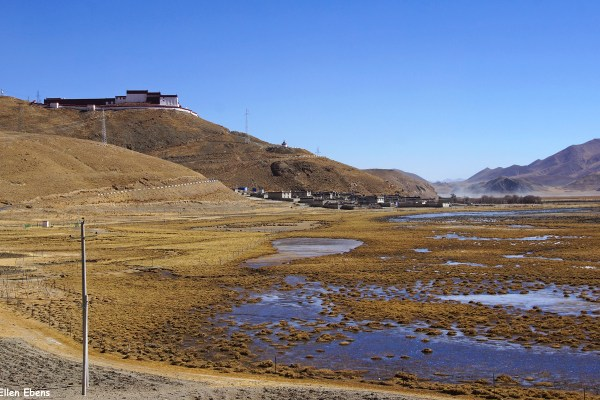 Samding Monastery near the town of Nangartse