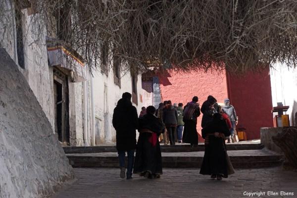 Pilgrims climbing up to the chapels of Tashilhunpo Monastery, Shigatse