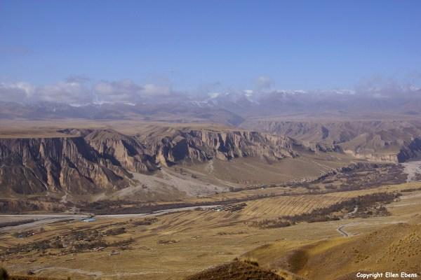 canyon Drakar Tredzong (Serdzong) Monastery