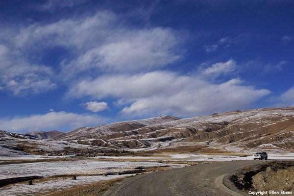 First day of the kora around Yamdrok Tso Lake