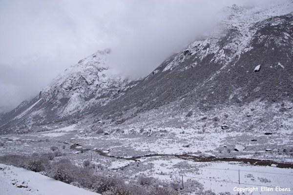 Derge Yilhun Lhatso white landscape