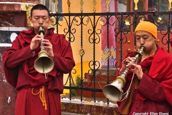 Nangchen monastery monks horns