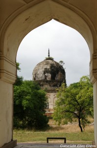 The Qutb Shah thumbs near the city of Hyderebad