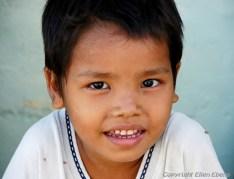 Boy at the Sethatgyi pagoda, Paya