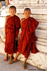 Pindaya, young monks