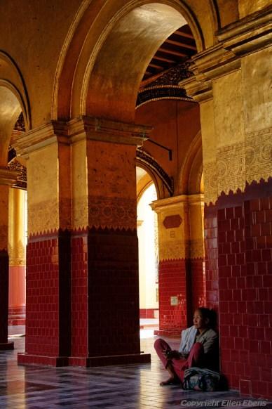 Mandalay, inside the Mahamuni Pagoda