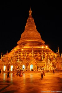 Yangon, Shwedagon Pagoda at night