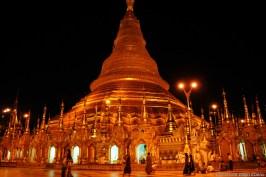 Yangon, Shwedagon Pagoda at night