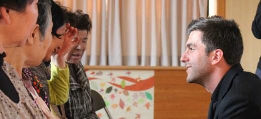 Ο πιανίστας που ταξιδεύει με την μουσική του σε απομακρυσμένες περιοχές