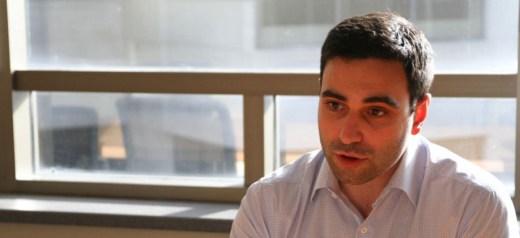 Αντιπροσωπεύει τους Έλληνες στη Βουλή του Καναδά