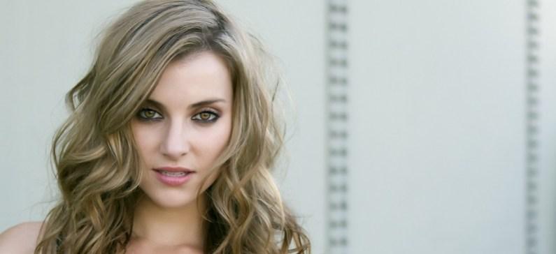 Έγινε γνωστή από τον ρόλο της στην ταινία Power Rangers