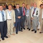 Αναμνηστική φωτογραφία στους χώρους του Συνεδρίου. Από δεξιά, τέταρτος, ο πρώην υπουργός Τουρισμού Νίκος Σκουλάς, που έζησε κι αυτός για πολλά χρόνια ως μετανάστης στον Καναδά