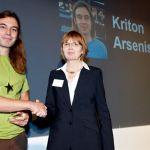 Η απονομή του βραβείου απο την διευθύντρια της οργάνωσης PEW Uta Bellion