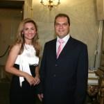 Η Μαρία Πολύζου μαζί με τον πρόεδρο του Εληνικού Παραρτήματος GEORGE BEST COSTACOS Νίκο Κωστάκο.