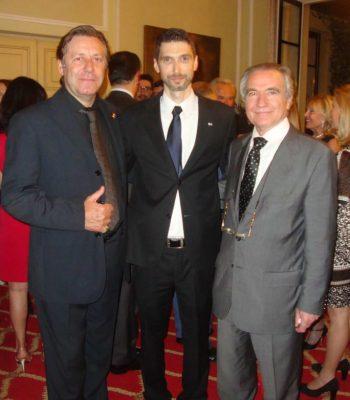 O Πρόεδρος της όπερας Francesco Ernani και ο διάσημος τενόρος Mario Malagnini με τον Νίκο Φλώρο