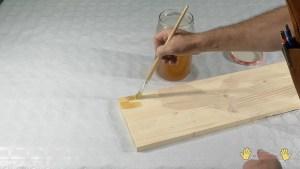 aplicar el barniz con pincel