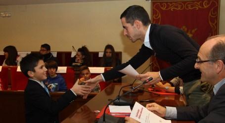 Los niños hablan en el salón de plenos de Mislata