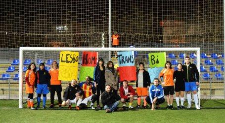 Alaquàs juga al futbol contra l'homofòbia