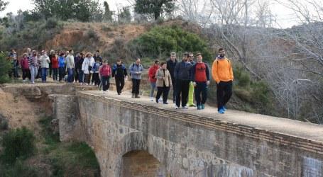 70 vecinos de Torrent hacen senderismo por la Ruta del Agua