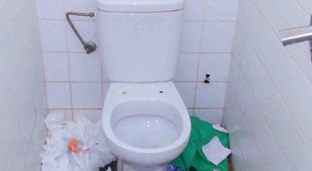 Sagredo vuelve a denunciar las malas condiciones higiénicas de los baños del Parc Central de Paterna