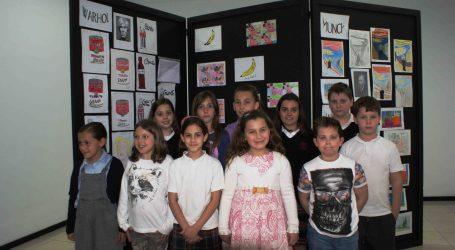 Los alumnos del San Antonio de Padua II de Catarroja visitan una exposición en la Casa de la Cultura