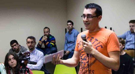 Joves de Mislata parlen amb els partits polítics sobre propostes de joventut