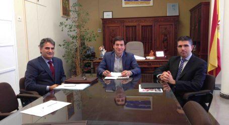 García se reúne con responsables de entidades bancarias para crear un parque de viviendas sociales en Burjassot