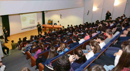 La Policía Local de Paiporta aconseja a los escolares cómo prevenir el acoso y el ciberacoso