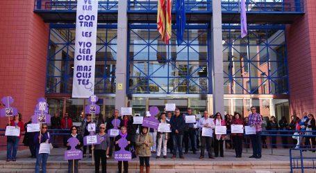 Silencio en l'Horta para condenar la violencia de género y los atentados terroristas en Francia