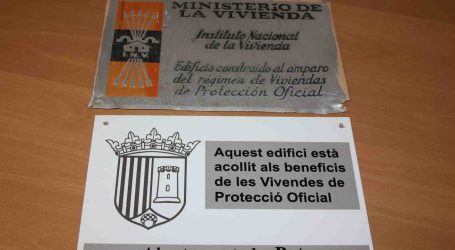 Paterna retira les més de 200 plaques falangistes que quedaven en algunes finques antigues