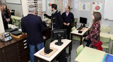 Los alumnos de Óptica de Mislata elaborarán las gafas que el Ayuntamiento ofrece a los más necesitados