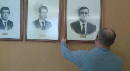 """El cronista de Paterna recomana que els 27 quadres d'alcaldes de Paterna se situen en un mateix lloc """"sense excepcions"""""""