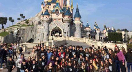 Alumnos de 'La Senda' de Quart de Poblet actúan en Disneyland París
