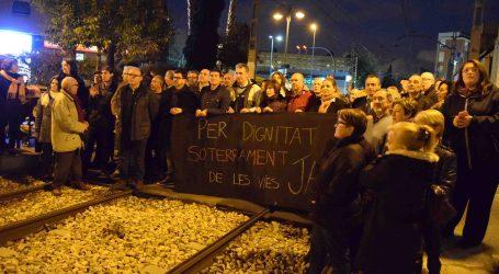 Burjassot corta las vías para exigir el soterramiento del metro