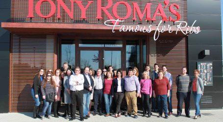 Diez vecinos de Alfafar empiezan a trabajar en Tony Roma's en Alfafar Parc