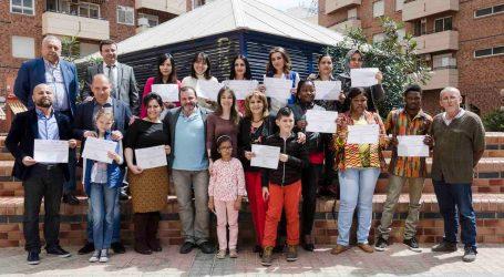 Mislata sigue enseñando castellano a sus inmigrantes
