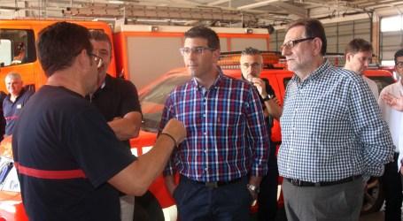 El Presidente de la Diputación, Jorge Rodríguez, visita el Parque de Bomberos de Torrent