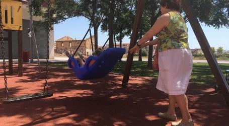 Alfafar instala un columpio adaptado para niños y niñas con movilidad reducida